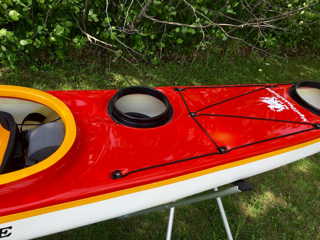 Latitude red:white:yellow rear deck:day hatch