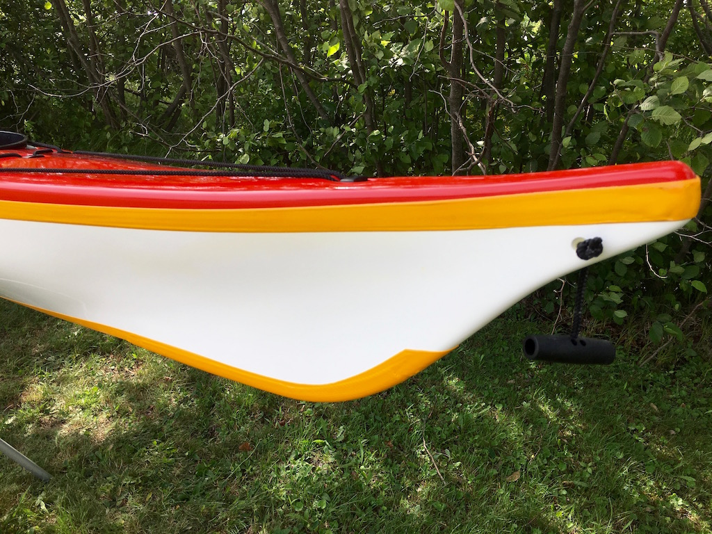 Latitude red:white:yellow stern keel strip